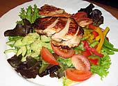 Salatteller mit Hähnchenbruststreifen